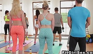 Lesbians in legging tribbing in dramatize expunge gym